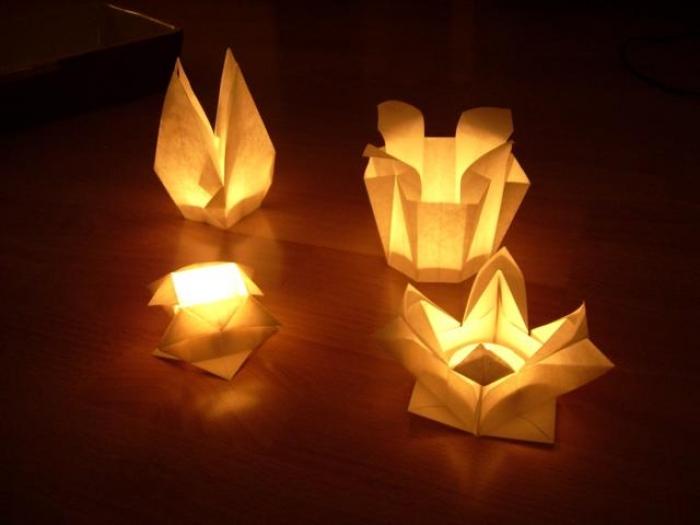 Anya Midori - www.faltsucht.de - die Besucher konnten ein schönes Windlicht falten und es mit einem Teelicht im Springbrunnen schwimmen lassen